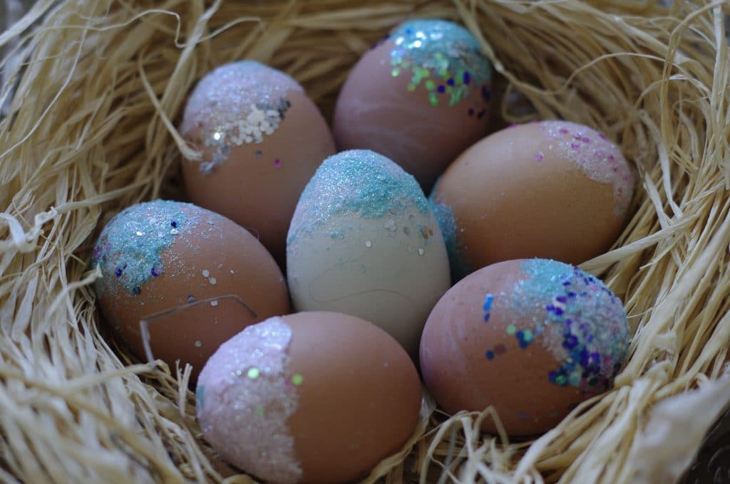 how to decorate a brown egg
